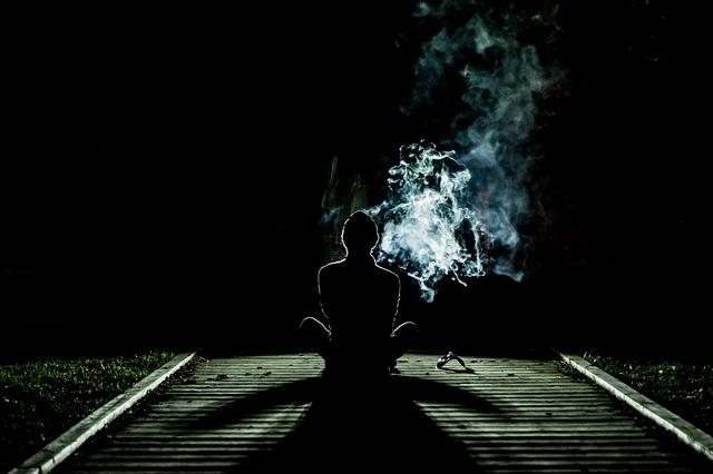 Come posso fare per capire se mio figlio si fuma le canne